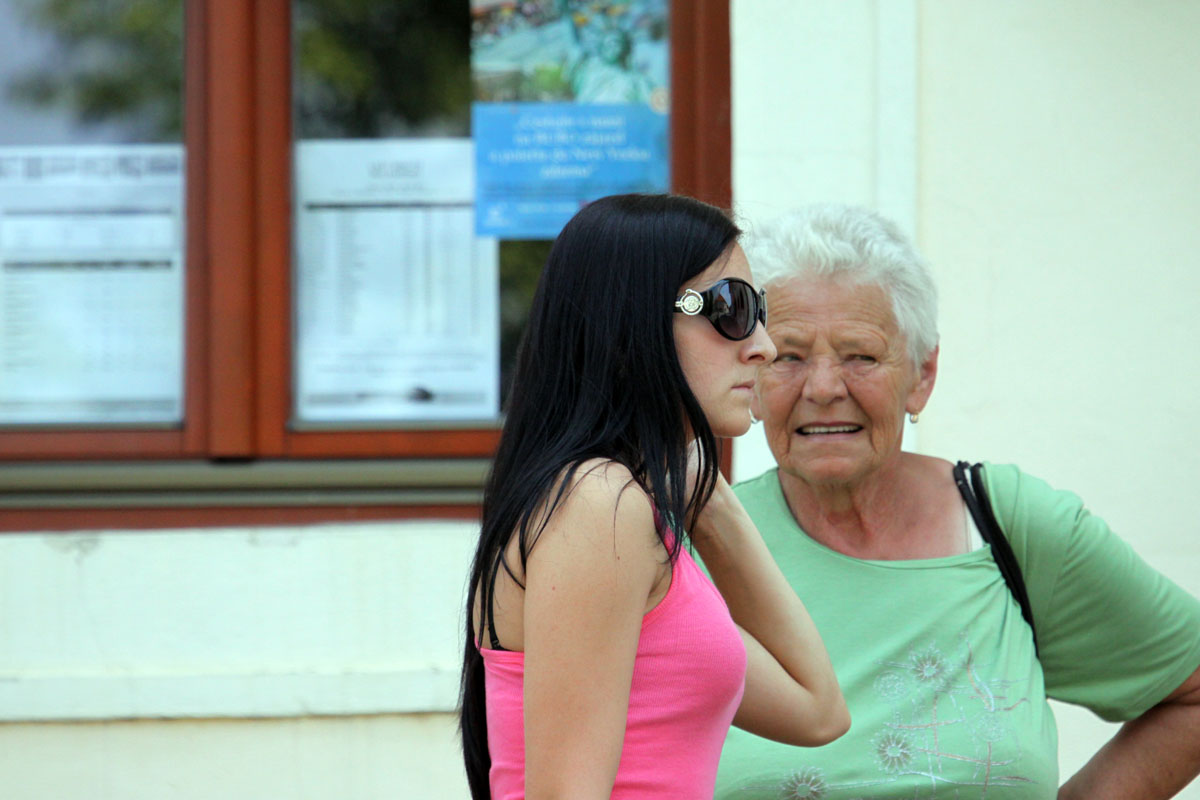 Mladá a stará žena.